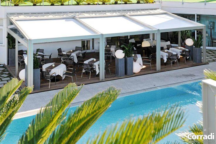 COBERTI Pergotenda Millenium con techo móvil Impact en terraza de restaurante. #pergola #pergotenda #millenium #aluminio #corradi #terraza #porche #techo #móvil #impact #coberti #malaga