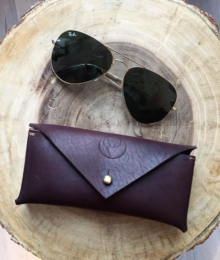 Sunglass case 😎☀️#karu #karudesigns #karuhandmade #handmade #leather #accessories #handcrafted #vegtan #vegtanleather #rayban #style #womensaccessories #mensaccessories #unisex #finnish #design #sun #sunglasses #sunglasscase