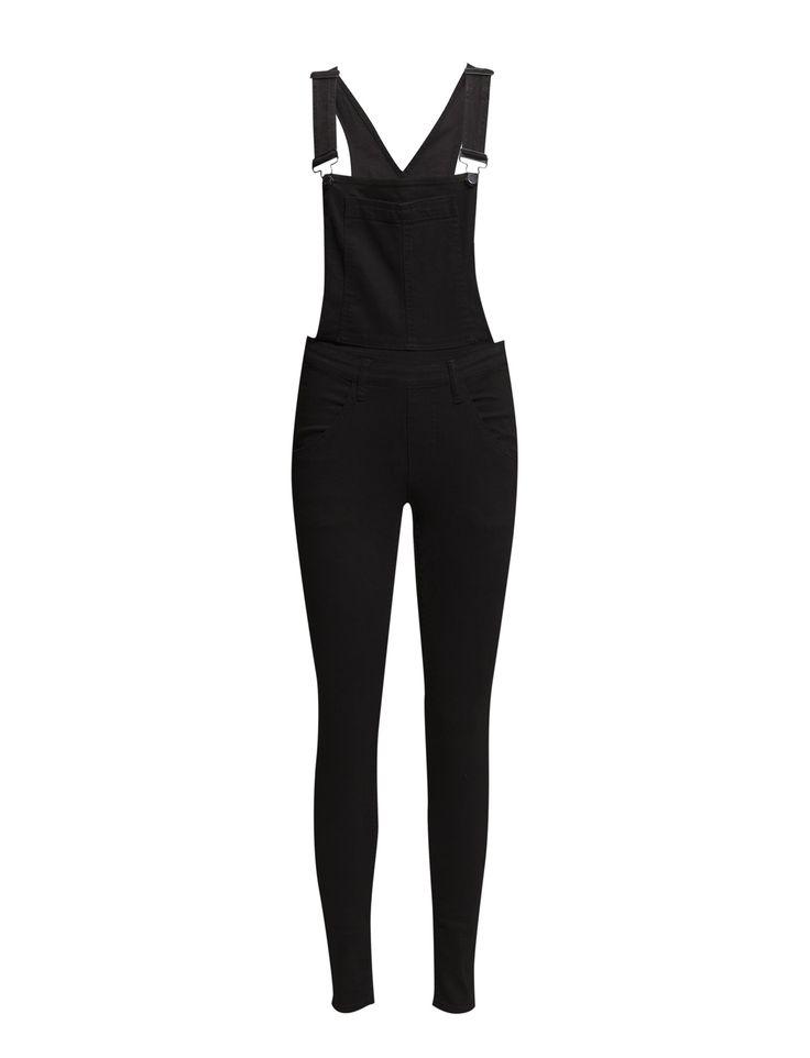 Deze zwarte broek vind je nu met €30 korting!! #uitverkoop #sale #black #dungaree #jumsuit #allblack #mode #dames #vrouwen #women #fashion