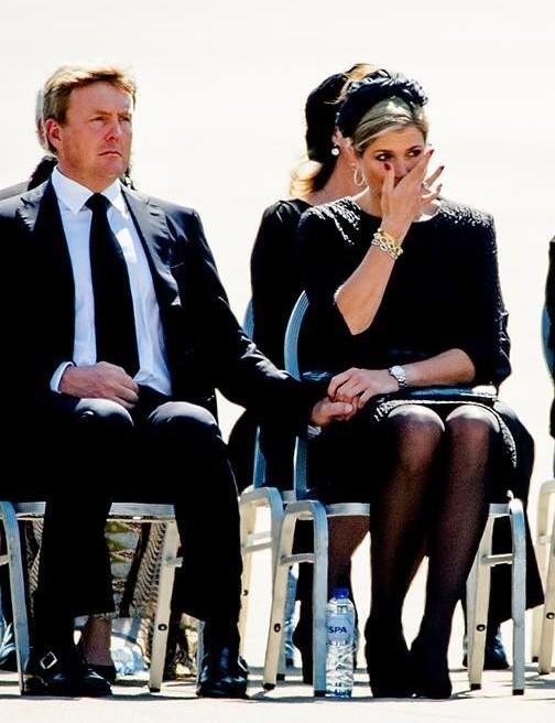 Juichen bij succes, huilen bij verdriet. Trots op #willemalexander en #maxima Respect #MH17 #ProudToBeDutch pic.twitter.com/9v0ZlPs1Gu