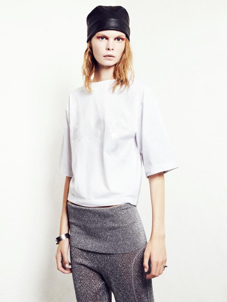 She is BACK t-shirt  695 SEK