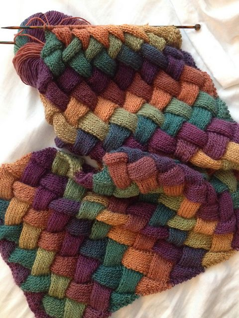 Pebbles Entrelac Scarf by Vickie Hartog - free