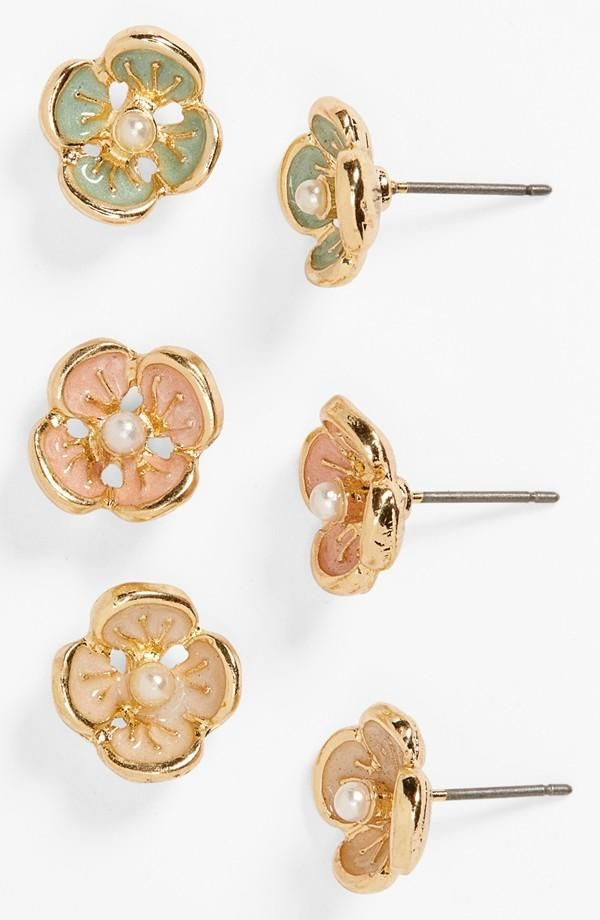 Such a sweet set of earrings   Mint, peach and natural floral stud earrings