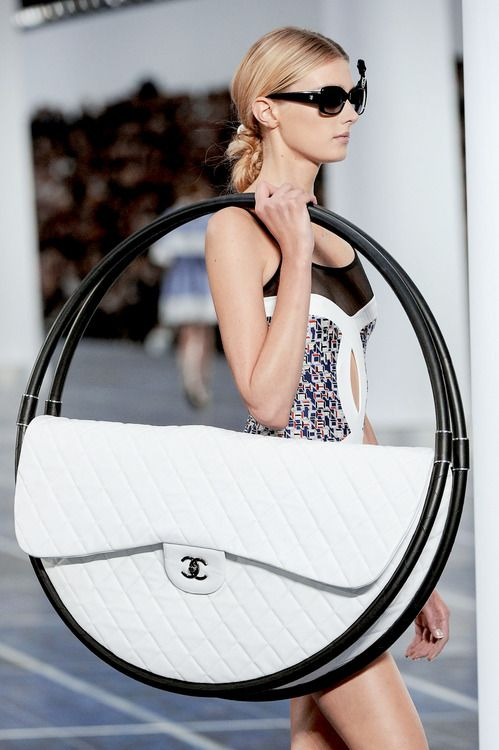 Chanel Silly: Chanel Handbags, Fashion, Chanel Bags, Purse, Design Handbags, Hula Hoop, Chanel Spring, Spring 2013, Hoop Bags
