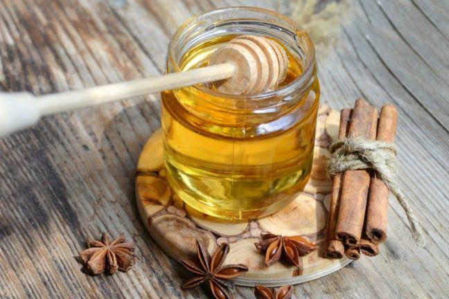 Miód i cynamon – cudowne panaceum na wszystko