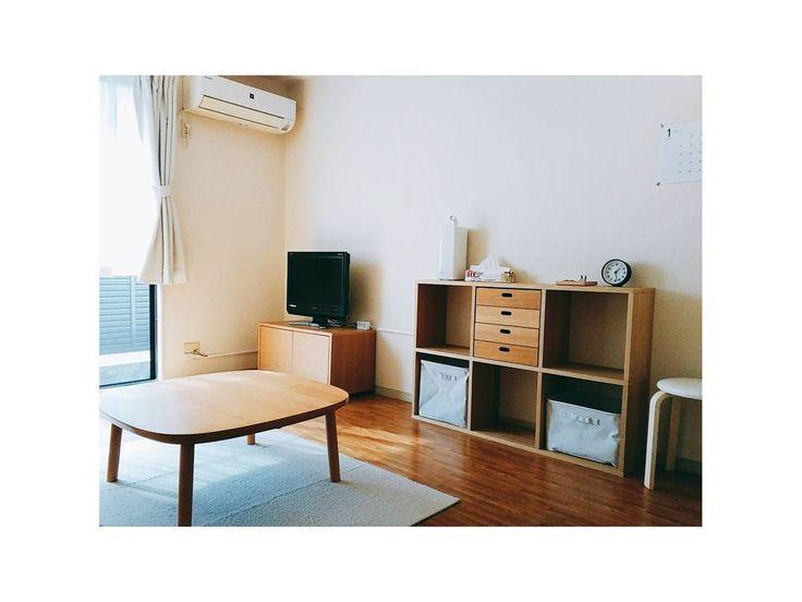 . . #模様替え が趣味です、はい . ご存じの通り、我が家は2DKで #キッチン #リビング #寝室 が全て6畳です どの部屋も最大限広く見せる為に 家具は最小限しか置いておりません . (リビングで使用中の家具) テレビ台: #スタッキングキャビネット 棚: #スタッキングシェルフ テーブル: #正方形こたつタモ材丸脚フラットヒーター . #シンプルライフ #simplelife #シンプルな暮らし #持たない暮らし #ミニマリスト #minimalist #賃貸 #賃貸インテリア #収納 #整理収納 #無印良品 #2DK #2人暮らし #インテリア #interior .