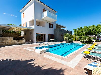 Rethymno villa rental - Tsourlakis Residence is divided in three levels and covers 280 m2.