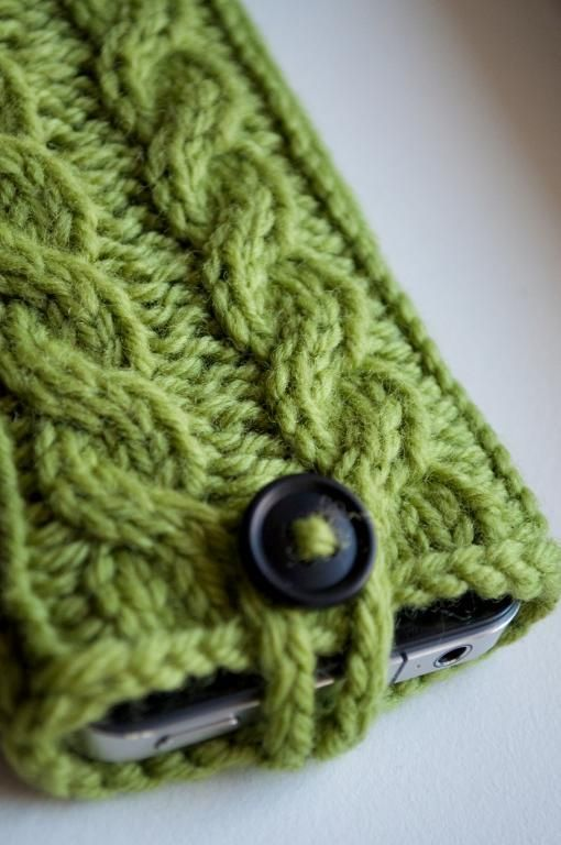 Kare Knits' Cable Knit iPhone Case Pattern on Craftsy.com