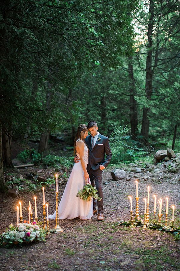 outdoor weddings - photo by Booth Photographics http://ruffledblog.com/mossy-glen-elopement-inspiration