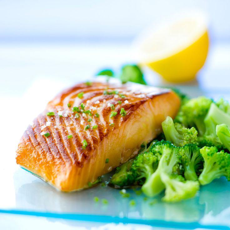 Découvrez la recette du saumon grillé au brocolis