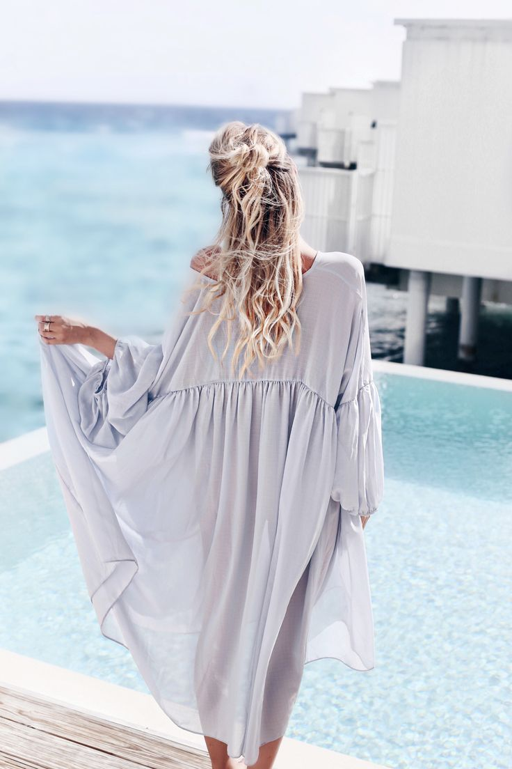 All blue by the pool, Amilla Fushi, Maldives: http://www.ohhcouture.com/2016/06/monday-update-22/ #ohhcouture #leoniehanne