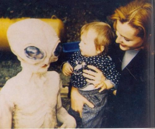 Piper and props. Poor kid! - At least she can't complain about nightmares, being exposed to is so early and her mother IS Dana Scully.
