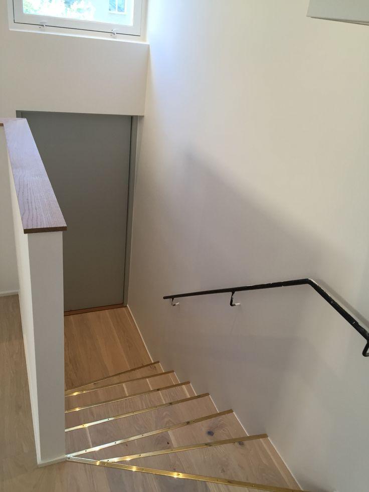 Trapp mot altan och nedre våningen..