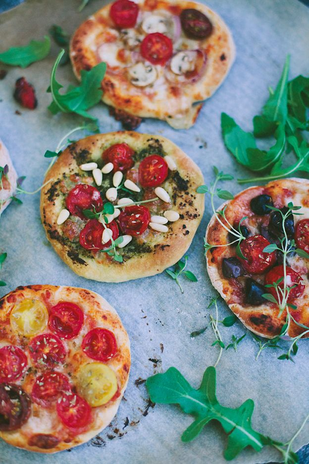 homemade mini pizze..love the rustic feel of this to serve as starter for a rustic rehearsal dinner in italy