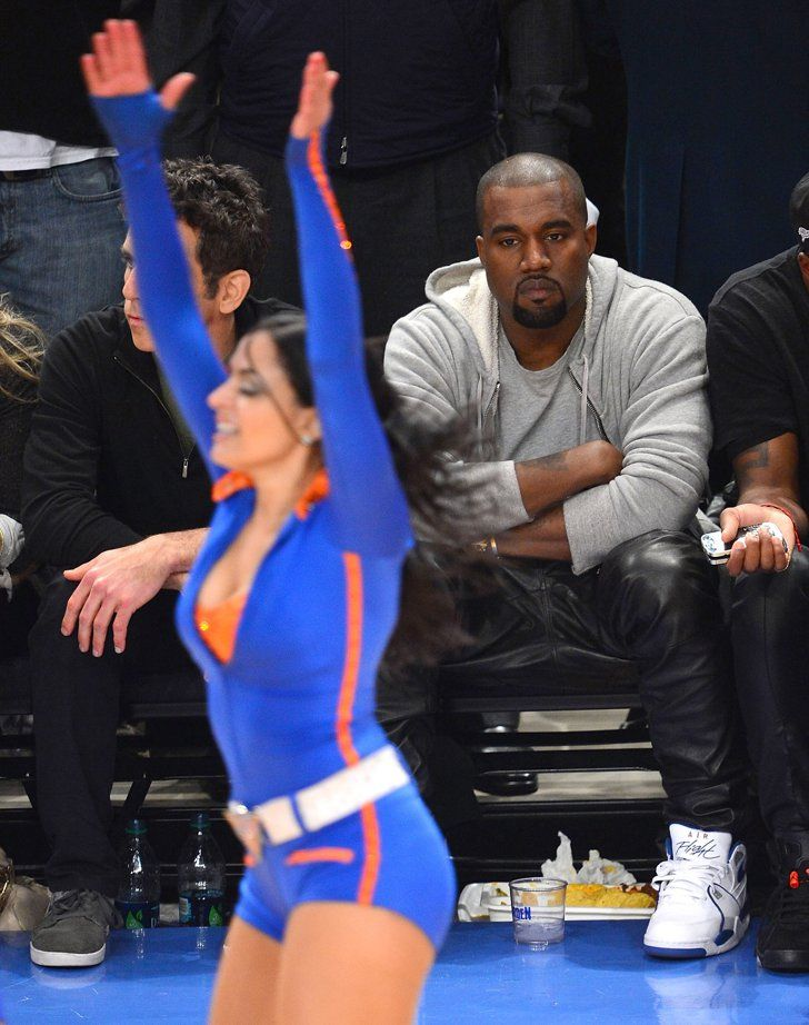 Pin for Later: Kanye West a enfin réussi à sourire !!!!! Champagne !!!!!! Les pom pom girls des NY Knicks ? Nope