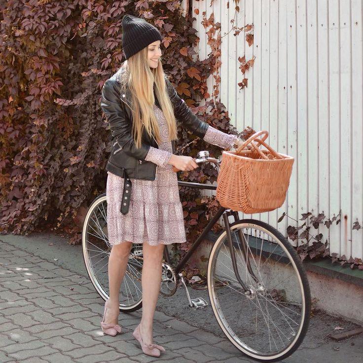 Jesienna sukienka w streetowym połączeniu zajrzyjcie na blogafot. @artcharlottee #me #happy #bike #retro #basketbag #autumnoutfit #style #ootd #warsaw