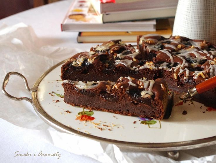 smaki i aromaty: Ciasto czekoladowe ze śliwkami suszonymi i orzechami