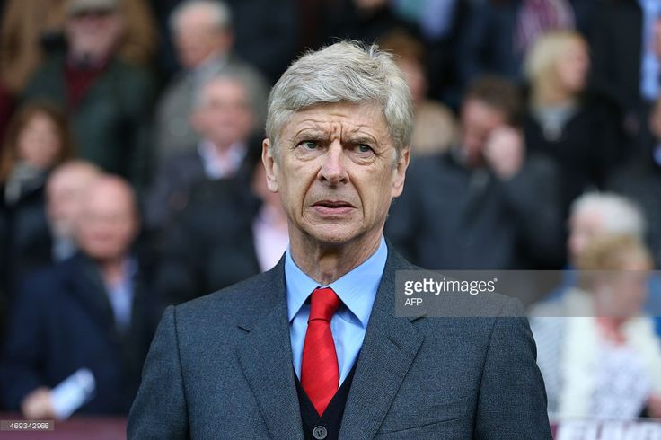 Gary Neville Arsene Wenger criticism is right - he is naive and arrogant - Football Insider