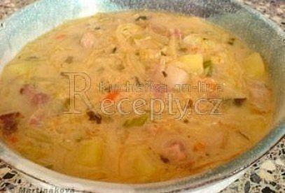 Fazolová polévka se zelím - recept. Přečtěte si, jak jídlo správně připravit a jaké si nachystat suroviny. Vše najdete na webu Recepty.cz.