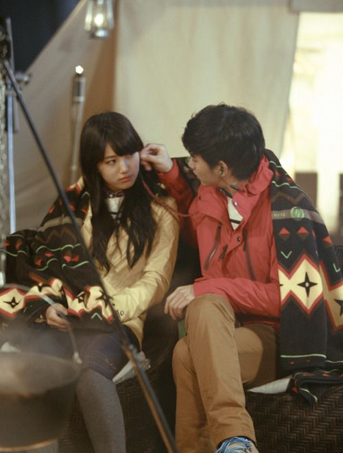 Kim Soo Hyun and miss A's Suzy share a lovey-dovey moment on the set of Bean Pole's CF