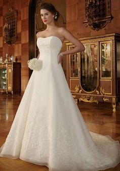 Luxurious Zipper up A line Sweetheart Organza Chapel Train Wedding Dresses - Lunadress.co.uk