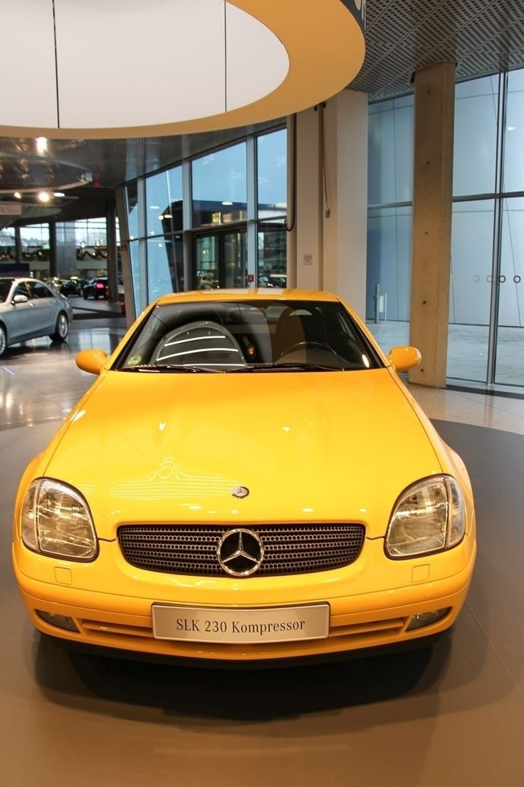 In April 1996 Mercedes-Benz presented the first generation SLK (R170) at the Turin Motor Show. One of the most spectacular details of the new roadster is the roof! This fully retractable vario-roof is made of #steel and it is retractable in just 25 seconds in the trunk by using an intelligent electro-hydraulic. Do you like the first SLK? What is your favorite SLK? Photo by @JensStratmann  #SLK #Roadster #mbmus