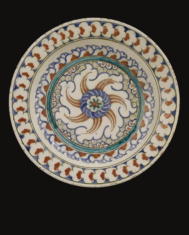 AN IZNIK POLYCHROME DISH, TURKEY, CIRCA 1585-90
