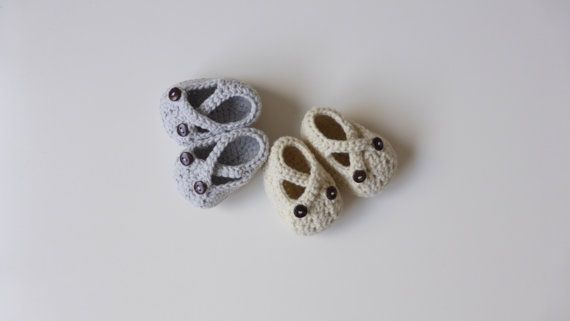 crochet baby sandals  newborn booties  hand knit by pontinhosmeus