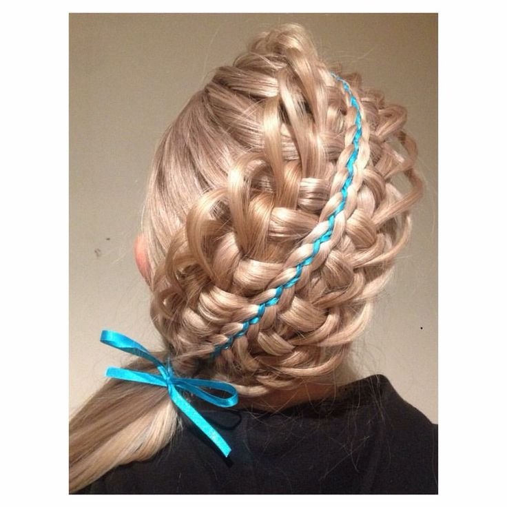 Who likes a technical braid? Here a 👑🎆 stacked feather looped zipper braid with 5 strand Dutch ribbon braid on top 🎆👑 what do you think? #hbjbraids #hairbyjoel #london #hairstylist #braid #braids #plait #plaits #style #hair #hairstyle #hairup #inspiration #hbjtextures #zipperbraid #5strandribbonbraid #5strandbraid #featherloopbraid