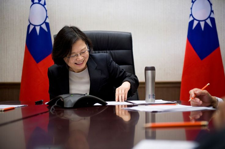 """Donald Trump fell for a """"little trick"""" performed by Taiwan's Tsai Ing-wen, China's foreign minister Wang Yi says — Quartz"""