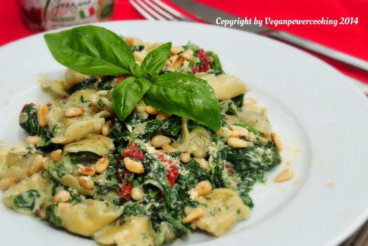 Tortellini con pinoli e spinaci - veganpowercooking