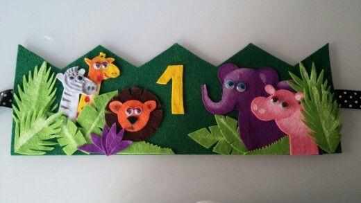 Corona cumpleaños fieltro selva