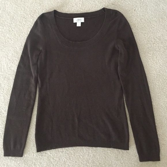 Ann Taylor Loft Sweater size medium Ann Taylor Loft brown light weight sweater in a size medium! Great Preowned condition! No flaws! Smoke free home! Ann Taylor Sweaters Crew & Scoop Necks