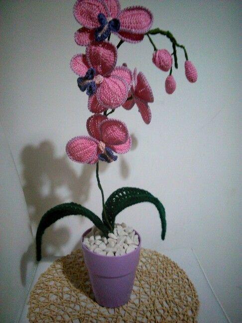 Orchidea realizzata ad uncinetto
