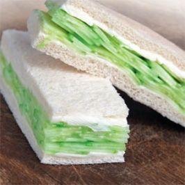 Uborkás szendvics