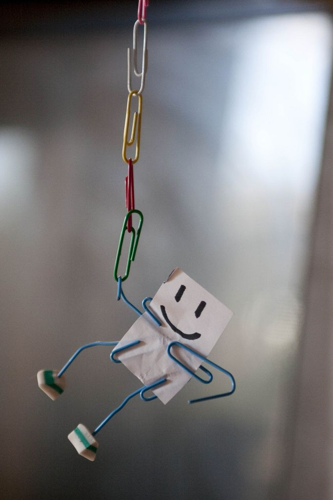 25 best ideas about paperclip crafts on pinterest for How to make simple things out of paper