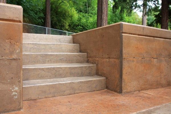 Two Tone Retaining Wall Concrete Walls Stained