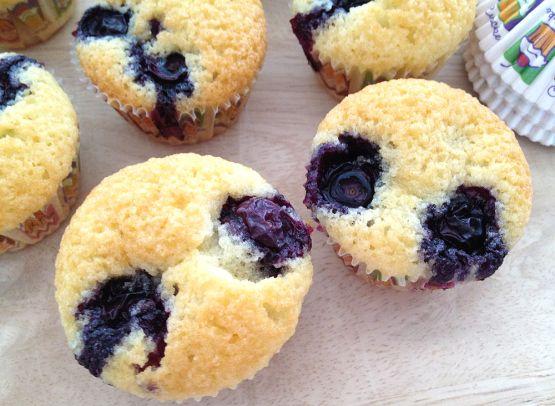 Mini muffins de almendra y arándanos (friands de arándanos) - Estilo nórdico | Blog decoración | Muebles diseño | Interiores | Recetas - Delikatissen