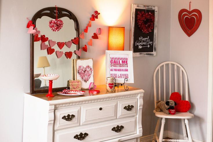 Velentine's Day entry table decorations