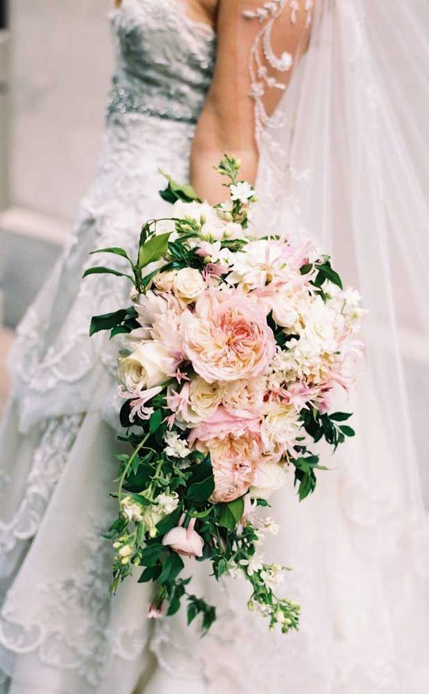 Bouquet De Fleurs Signification Comment Combien Ca Coute Et Photos Buqu Coiffu Pastel Wedding Colors Flower Bouquet Wedding Pink And White Weddings
