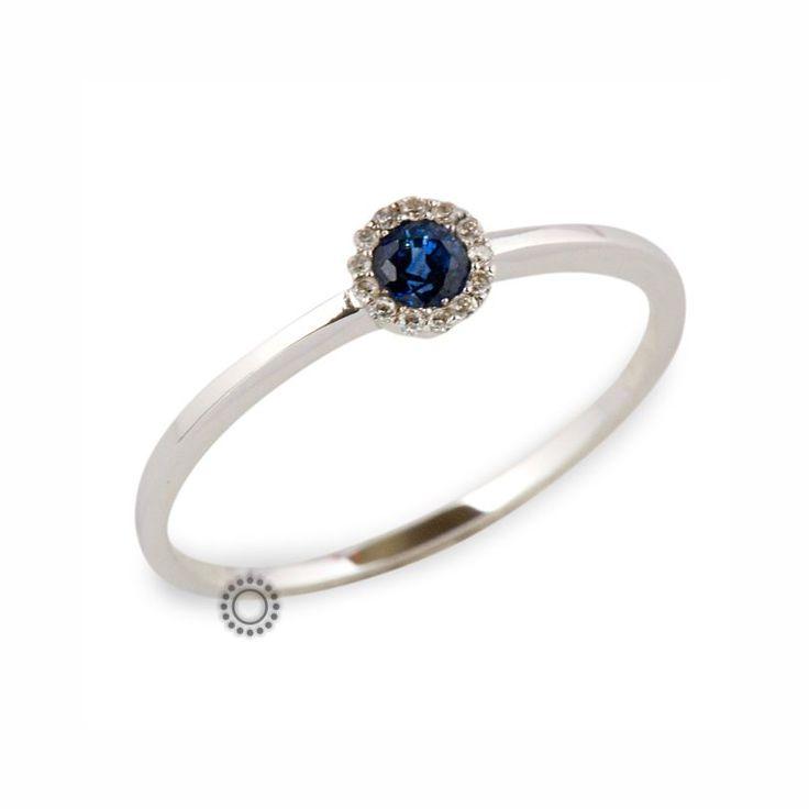 Λεπτό μονόπετρο δαχτυλίδι ροζέτα Κ18 λευκόχρυσο με μπλε ιολίτη & μικρά διαμαντάκια | Δαχτυλίδια με ορυκτές πέτρες ΤΣΑΛΔΑΡΗΣ στο Χαλάνδρι #μονόπετρο #διαμάντια #δαχτυλίδι #rings