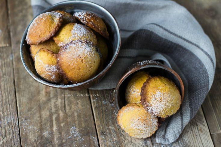Ottime frolle questi Ravioli dolci ripieni alla marmellata ricetta con poco zucchero, qui alla farina di zucca ripieni anche con crema di pistacchio