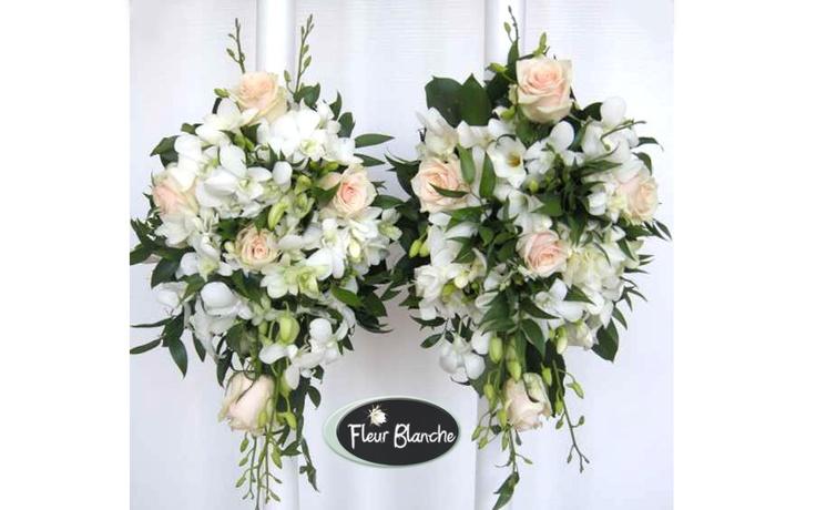 Avalanche de fleurs - o avalansa de dragoste si intelegere  http://www.florariafleurblanche.ro/produs/lumanare-de-nunta-avalanche-de-fleurs