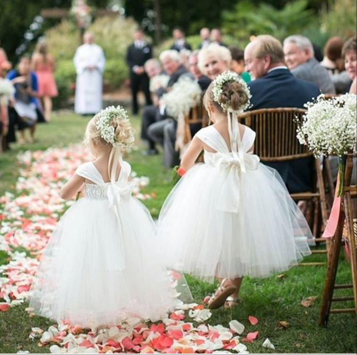 Goedemorgen! Wordt je ook blij van deze schattige bloemenmeisjes met hun prachtige jurk?