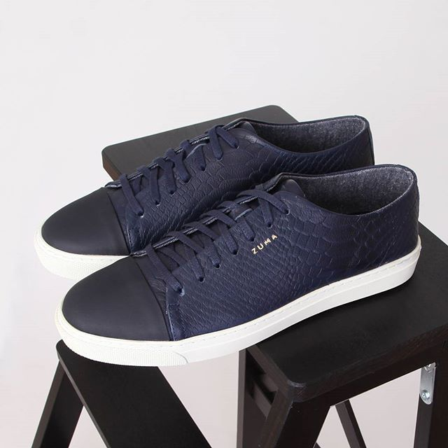 Dikkat çeken tasarımlarımızla trend etkisi yaratıyoruz! Zuma 122 Lacivert Piton Desenli, Derili Sneakers hakkında detaylı bilgi ve sipariş için; profildeki linke tıkla.➡️ @zumashoes ----------------------------- www.zumashoes.com ----------------------------- ✔Whatsapp Sipariş : 0537 923 00 00 ----------------------------- #zumashoes #sneakers #ayakkabi #trend #moda #style #turkey #turkiye