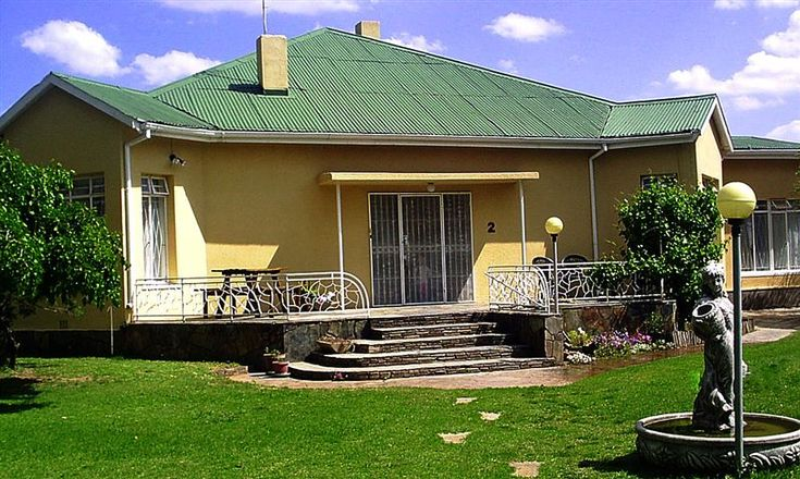 Lantana Guest House - Lantana Guest House provides plain, old fashioned country hospitality with comfortable rooms fitted with DStv, fridge, and electric blankets for the cold.  Barbecue facilities are available, as well as ... #weekendgetaways #colesberg #southafrica