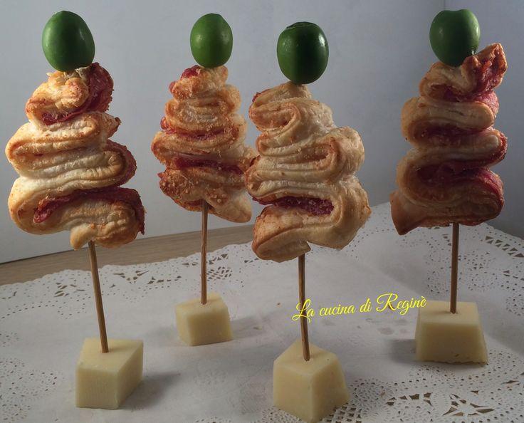 Alberelli di sfoglia segnaposto, un'idea troppo carina che ho visto sul sito di cucina di Misya, li ho realizzati molto velocemente ieri per provarli e dev