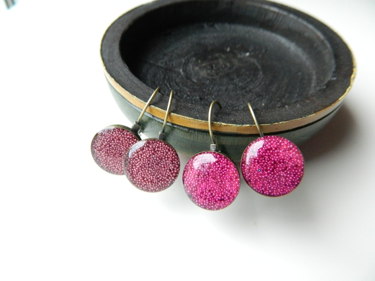 Bronze resin earrings with tiny pink or fuchsia pearls