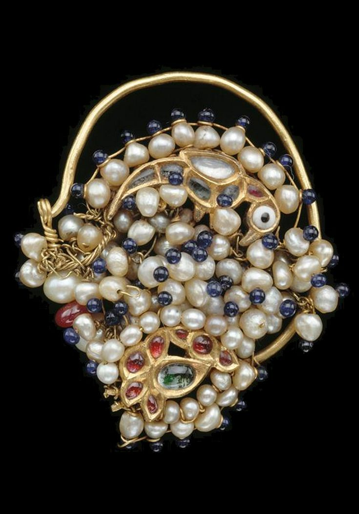 Northern India | Nose ring (Nath); rock crystal, gold, pearls, coloured glass | 19th century