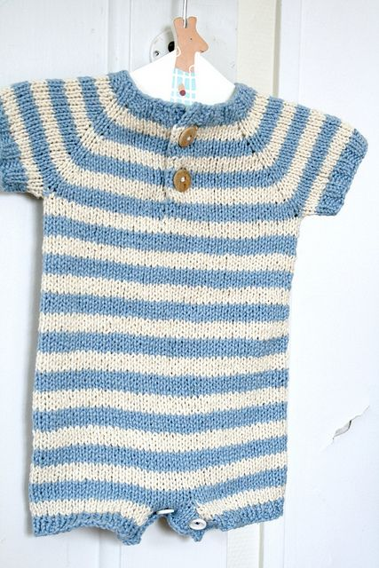 This looks SO cute! Free knitting pattern from Ravelry